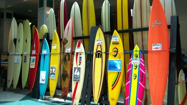 Sample-of-surfboards-on-Display-for-Auction-2011-600x337